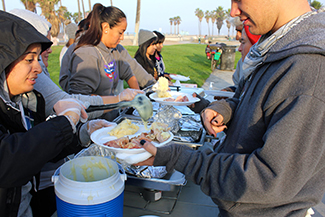 helping-hands-thxgiving-2012